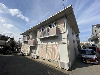 グリーンライン「川和」駅より徒歩圏内!コンビニが近くて便利な立地の2階建てアパートです♪雨の日のお出かけだって憂鬱になりません☆