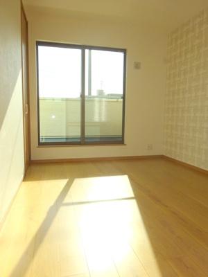 【施工例】バルコニーに面したお部屋は明るく主寝室にも良いですね♪
