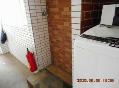 室外洗濯機置場です