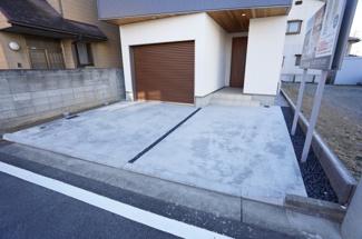 ビルトインガレージがあり、カースペース3台可能です。