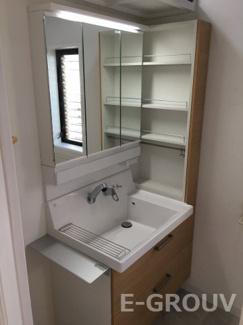 収納力豊富な洗面化粧台。