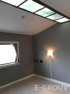 天窓があるお洒落な洋室。南に窓がある明るいお部屋です!