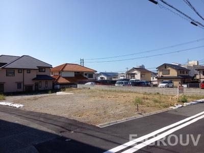 閑静な住宅地エリアです。神戸市立霞ヶ丘小学校区・神戸市立歌敷山中学校区。 建築条件なしの宅地です!お好きなハウスメーカー・工務店での建築が可能です!