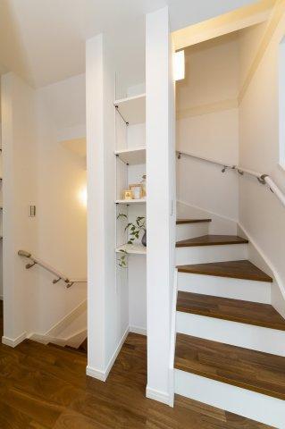 3階への階段部分は吹き抜けとなっております。