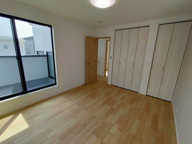 3階洋室(7.4帖)の別角度になります。