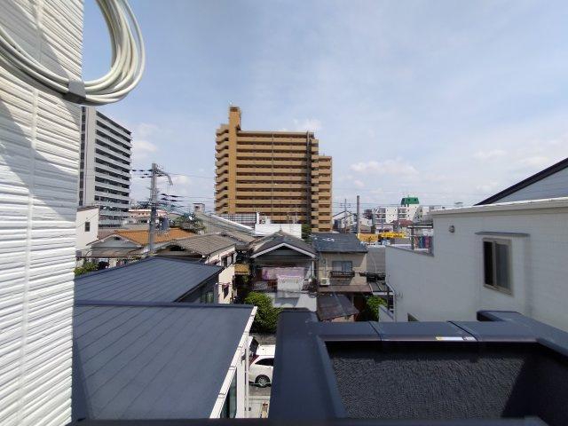 3階バルコニーからの眺望になります。
