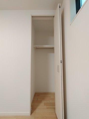 1階洋室(5.6帖)収納部分になります。
