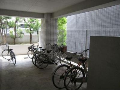 屋内の駐輪場