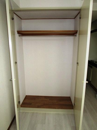 クローゼットタイプで収納スペースも充実してます。
