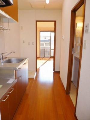 玄関から室内への景観です!キッチンの奥に洋室7.3帖のお部屋があります♪※参考写真※