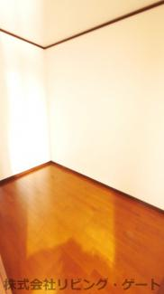 2階3帖納戸 季節ものなど収納ができます