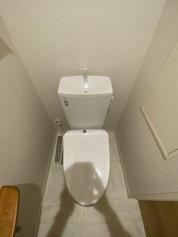 人気のシャワートイレ・バストイレ別です♪トイレが独立していると使いやすいですよね☆