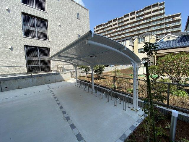敷地内に駐輪場を完備しています!荷物が重いときに自転車があれば助かりますね!