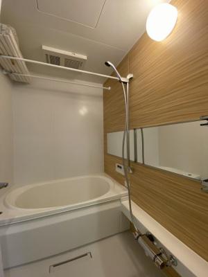 追い焚き機能・浴室暖房乾燥機付きバスルーム♪雨の日のお洗濯にも浴室暖房乾燥機があるので安心♪ゆったりバスタイムでリラックス☆