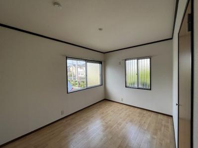 南向き洋室5.1帖のお部屋です!子供部屋や書斎など多用途に使えそうなお部屋です♪※参考写真※
