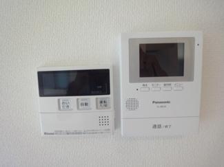 TVモニター付インターホン、給湯器、施工例です。