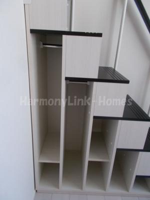 ハーモニーテラス北小岩Ⅵの収納付き階段②☆