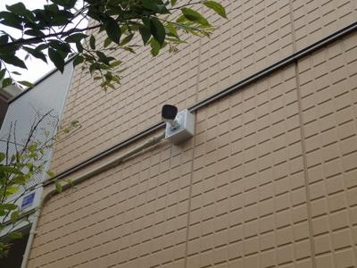 敷地内にある防犯カメラです!夜遅くに帰宅する時も、お出かけ時でも安心ですね♪