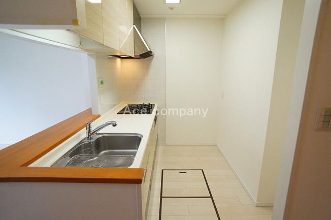キッチンスペースに2ヶ所床下収納完備です♪