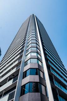 【外観】上質感漂うスタイリッシュなタワーフォルム。梅田徒歩圏内で好立地なタワーマンションです。