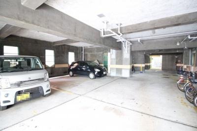 屋根付き駐車場&駐輪場♪