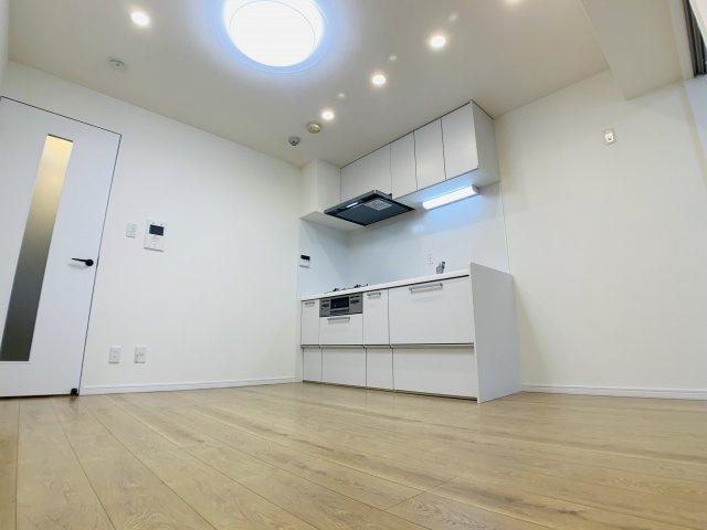 ここでの生活をイメージしてみて下さい。実際に家具の配置等を考えながらご内覧をオススメ致します。