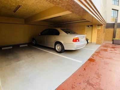 敷地内駐車場を完備しております。空き状況は都度お気軽にお問い合わせ下さい。
