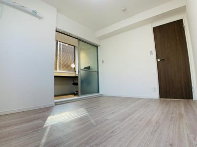 ワーキングルームを兼ね備えた主寝室。様々な働き方に対応できるお部屋に仕上がっています。