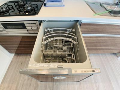 奥様の強い味方、食洗器が完備です。家事を時短して自分の時間を有効利用。