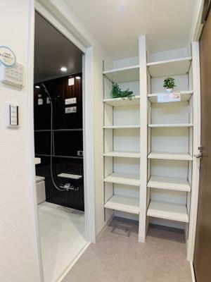 収納はいくらあっても困りません。ゆとりの広さが可能にするあると便利な共有収納。