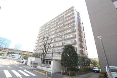 山手線「田町」駅と浅草線「泉岳寺」駅が徒歩圏内で利用できる立地。