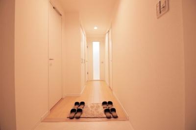 廊下に物入が有ります