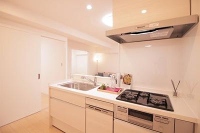 カウンターキッチン♪ システムキッチン新調いたしました♪食洗機付きです。