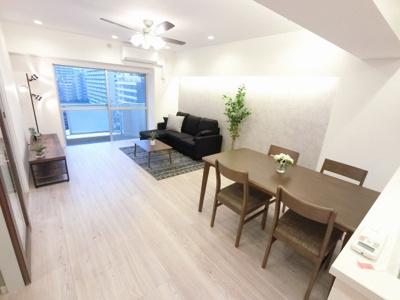 15.6帖のリビングは快適に暮らせるエアコン付です♪ ダイニングテーブルやソファー、ローテーブルなどの家具もしっかりと配置できます。