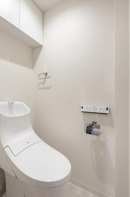 トイレも新規交換済み。流行りの長靴型で、お掃除もラクラクです。