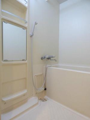 シャワー付きバスルーム