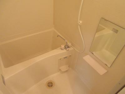 浴室乾燥機能付で雨の日の洗濯物も楽々。