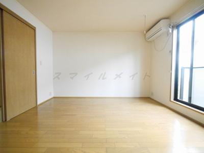 8帖の洋室、梁が少なくレイアウトがしやすいです。