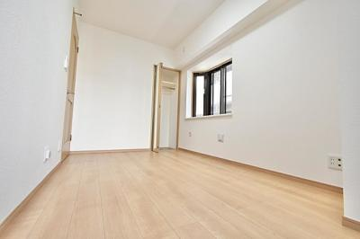 RC8階建てのマンションの2階部分のお部屋です。