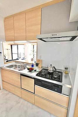 システムキッチンも新規交換済みで気持ちよくお使いいただけます。