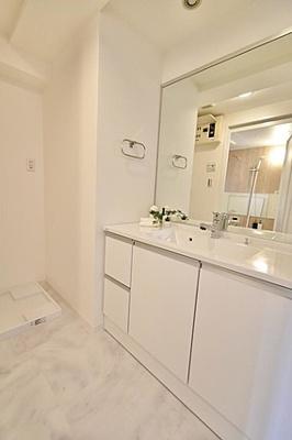 洗面所は白を貴重とした爽やかな印象。