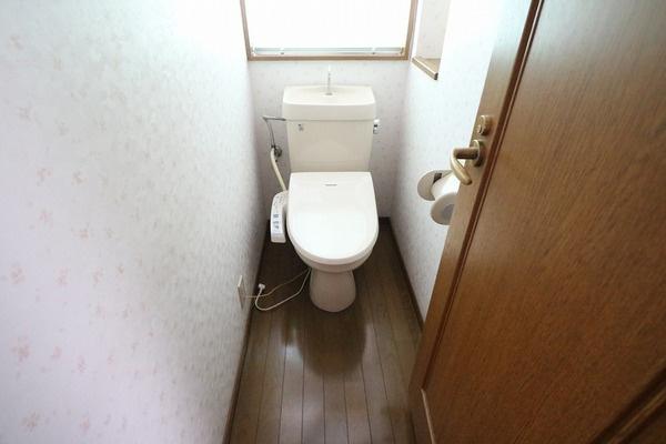 1階ウォシュレット付きで2階にもトイレあります♪