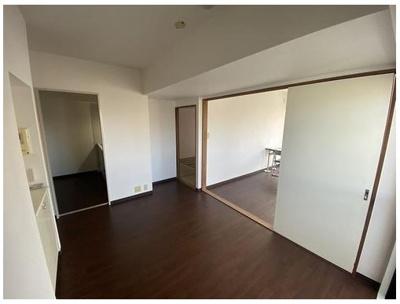 5畳のダイニングスペース♪ キッチンからの導線も使いやすいですね♪