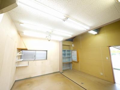 バルコニーのある洋室です。