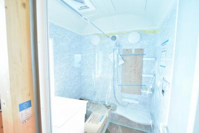 (建築中)タカラの耐震システムバス、高品位ホーロー壁パネルで毎日のお手入れもラクラク♪ 浴室換気乾燥暖房機も標準装備です。