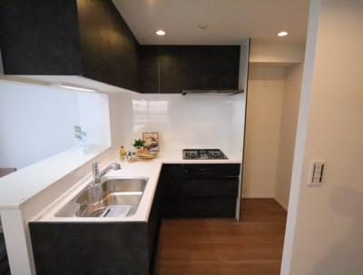 キッチンでお料理をお楽しみください 吉川新築ナビで検索