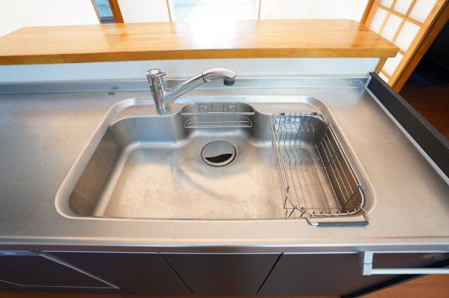 シンクが広いので、洗い物がはかどります。