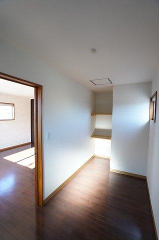 2階 WICでお洋服やバックなどの小物もすっきり片付けられます。
