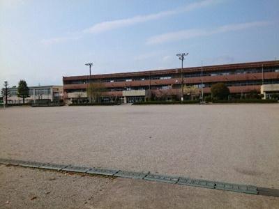 市立吉井西小学校まで500m