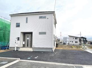 白を基調としたシンプルな外装 建物完成済みです。お気軽にお問合せ下さい。